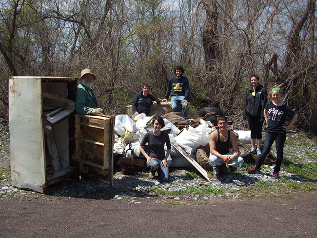 Student and faculty participants from last year's clean up event.